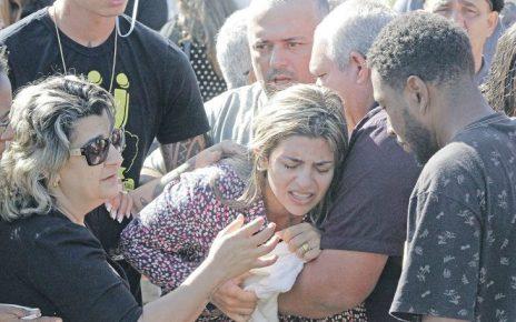 Pastora Juliana no enterro das filhas