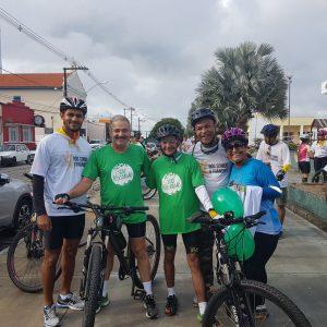 Participantes nas ruas de Linhares