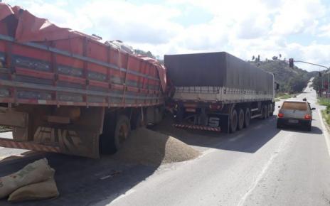 caminhão e carreta batem na br 259 columbia colatina es 15 de agosto radargeral.com