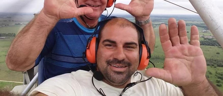 Podem estar na região do Córrego Farias em Linhares, no Norte do Espírito Santo, os dois empresários – um de Linhares e o outro de Colatina – desaparecidos desde a última sexta-feira (21) quando partiram em uma aeronave tipo ultra leve de Linhares com destino a Mucuri, no Extremo Sul baiano.