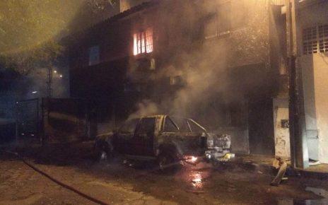 incendio destroi três veiculos em colatina es