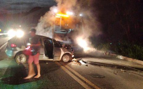 Acidente_entre_ônibus_e_carro_na_BR-262_deixa_duas_pessoas_gravemente_feridas1