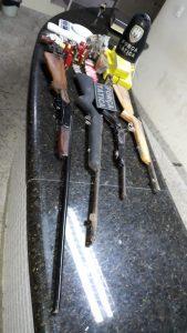 xero bairro olaria drogas, motocicleta e armas